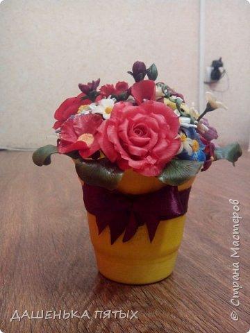 Здравствуйте, гости моей странички.налепилось много цветочков мелких пока училась лепке из фарфора и я решила собрать все в букетик:-)вот что получилось.:-) фото 2
