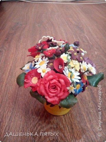 Здравствуйте, гости моей странички.налепилось много цветочков мелких пока училась лепке из фарфора и я решила собрать все в букетик:-)вот что получилось.:-) фото 4
