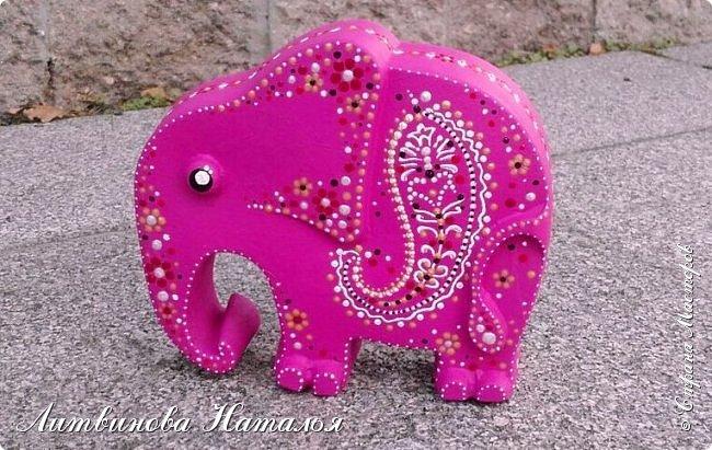 Мой любимый гипсовый слон, но сегодня розовый.... Ждала я от себя большего.....и вообще не так представляла розового слона....Но видимо вчерашний затяжной ливень все нам со слоном испортил....... фото 1