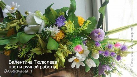 """""""А в душе лето!"""" Яркий и необычный венок для фотосесии или свадьбы из полевых цветов и травы ручной работы с небольшими вставками цветений. Каждый цветок выполнен на проволочном каркасе.Венок регулируется лентой на любой размер головы"""" фото 3"""