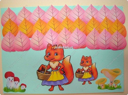 Алина выбрала голубую бумагу для пастели. Деревья - это распечатанные и вырезанные листики. Грибочки и лисички (мама с дочкой) тоже распечатаны и вырезаны.