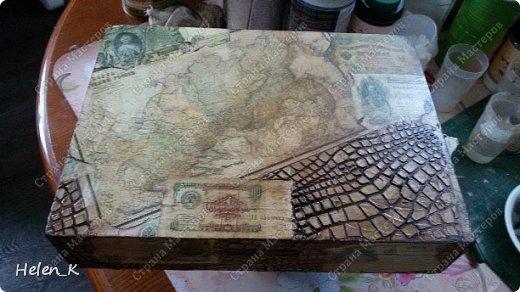 Это даже не МК, а так краткий рассказ, как я его делала. Вдохновило меня на его создание несколько вещей. Раскопки в огороде привели к находке монет 20 копеек 1946 года и 1955 года, 10 копеек 1957 г., 3 копейки 1990 года. Ну конечно, я не стала в итоге на короб приклеивать такие старые и редкие (для меня) монеты, при том, что у меня в коллекции лежит много монет 1961 -1990 года. Давно лежала декупажная карта с изображением старых денег времен Николая II, Петра I и старой Азиатской России. В итоге, порылась в закромах, и нашла старые деньги 1961 года, и 1991-1994 годов.  фото 7