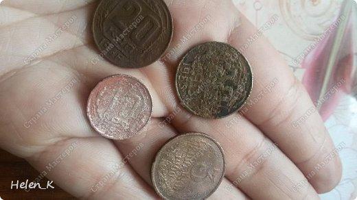 Это даже не МК, а так краткий рассказ, как я его делала. Вдохновило меня на его создание несколько вещей. Раскопки в огороде привели к находке монет 20 копеек 1946 года и 1955 года, 10 копеек 1957 г., 3 копейки 1990 года. Ну конечно, я не стала в итоге на короб приклеивать такие старые и редкие (для меня) монеты, при том, что у меня в коллекции лежит много монет 1961 -1990 года. Давно лежала декупажная карта с изображением старых денег времен Николая II, Петра I и старой Азиатской России. В итоге, порылась в закромах, и нашла старые деньги 1961 года, и 1991-1994 годов.  фото 3