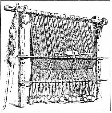 Здравствуйте, мастера и мастерицы!    Сегодня прямо с утречка я решила немного рассказать вам, как я осваиваю древнейшие виды ткачества.  На фото ниже рисунок самого древнего ткацкого станка на земле. Схематическое изображение взято отсюда: http://www.liveinternet.ru/users/weaving/post222759421 На подобных ткали тончайшие ткани в древнем Египте и древней Греции, шелка в Китае и сложные узорные ткани и ковры в Византии. На таких же станках и им подобным и более упрощенных ткали шерстяные ткани в Скандинавии и льняные в древней Руси. Более сложные станки появились лишь в 11-12 веке, и то, это лишь предположительно, поскольку даже изобразительных источников на горизонтальные не найдено, а вот вертикальные ткацкие рамы присутствуют во множестве. Это вам такой маленький и краткий экскурс в историю древнего мира. фото 1