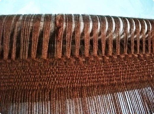 Здравствуйте, мастера и мастерицы!    Сегодня прямо с утречка я решила немного рассказать вам, как я осваиваю древнейшие виды ткачества.  На фото ниже рисунок самого древнего ткацкого станка на земле. Схематическое изображение взято отсюда: http://www.liveinternet.ru/users/weaving/post222759421 На подобных ткали тончайшие ткани в древнем Египте и древней Греции, шелка в Китае и сложные узорные ткани и ковры в Византии. На таких же станках и им подобным и более упрощенных ткали шерстяные ткани в Скандинавии и льняные в древней Руси. Более сложные станки появились лишь в 11-12 веке, и то, это лишь предположительно, поскольку даже изобразительных источников на горизонтальные не найдено, а вот вертикальные ткацкие рамы присутствуют во множестве. Это вам такой маленький и краткий экскурс в историю древнего мира. фото 14