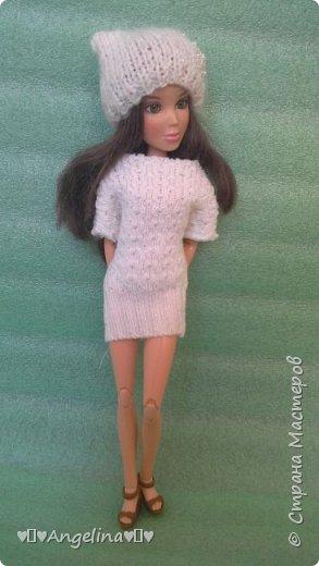 Привет! У меня появилось немного новых кукольных вещей. Одна из них -- это платье. Его шила мама ищ уже вязаной ткани. Я отредактировала фото.  фото 2