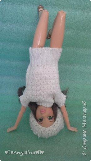 Привет! У меня появилось немного новых кукольных вещей. Одна из них -- это платье. Его шила мама ищ уже вязаной ткани. Я отредактировала фото.  фото 4