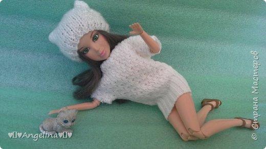 Привет! У меня появилось немного новых кукольных вещей. Одна из них -- это платье. Его шила мама ищ уже вязаной ткани. Я отредактировала фото.  фото 5