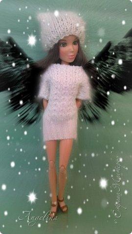 Привет! У меня появилось немного новых кукольных вещей. Одна из них -- это платье. Его шила мама ищ уже вязаной ткани. Я отредактировала фото.  фото 1