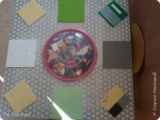 """Вот такой стол для игры в конструктор """"лего"""" сделали в группу. фото 3"""