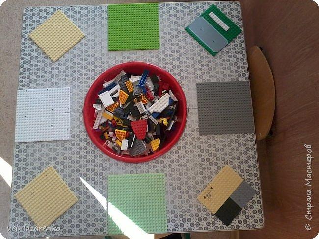 """Вот такой стол для игры в конструктор """"лего"""" сделали в группу. фото 2"""