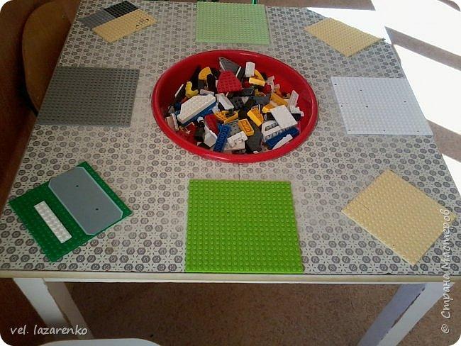 """Вот такой стол для игры в конструктор """"лего"""" сделали в группу. фото 1"""