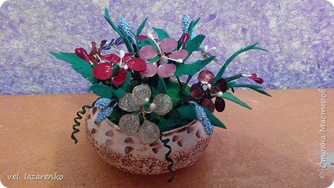 Цветы сделаны из лака для ногтей. фото 3