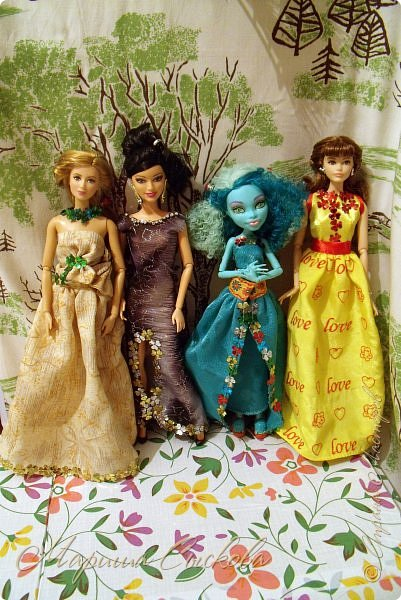 Готовились мы тут с куклами к осеннему балу)) Девчонки все в паетках!) фото 18