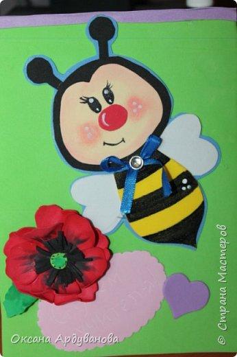 Блокноты декорированы фоамираном.Одна заготовка   еще не приклеена к  блокноту.Готовимся к дню учителя!!!Пчелки взяты из мастер-класса https://www.youtube.com/watch?v=J6aHHJEfy3E фото 5