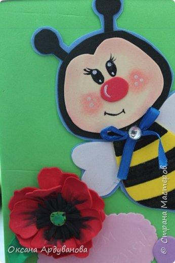 Блокноты декорированы фоамираном.Одна заготовка   еще не приклеена к  блокноту.Готовимся к дню учителя!!!Пчелки взяты из мастер-класса https://www.youtube.com/watch?v=J6aHHJEfy3E фото 6