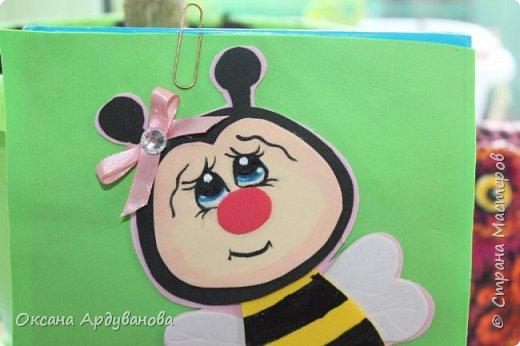 Блокноты декорированы фоамираном.Одна заготовка   еще не приклеена к  блокноту.Готовимся к дню учителя!!!Пчелки взяты из мастер-класса https://www.youtube.com/watch?v=J6aHHJEfy3E фото 3