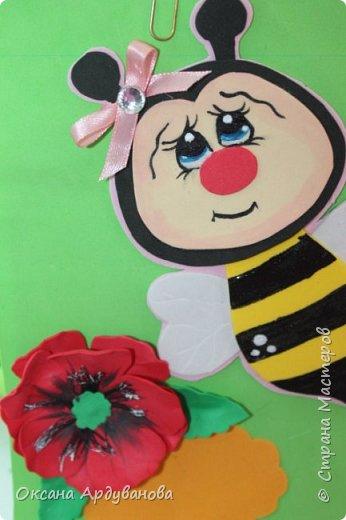 Блокноты декорированы фоамираном.Одна заготовка   еще не приклеена к  блокноту.Готовимся к дню учителя!!!Пчелки взяты из мастер-класса https://www.youtube.com/watch?v=J6aHHJEfy3E фото 4