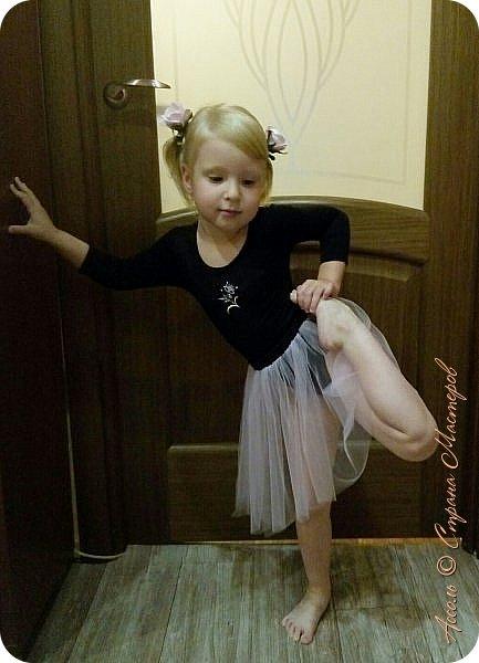 Всем привет! Настена уже месяц ходит в танцевальную студию. И вижу, что с каждым разом любовь к танцам все сильнее... Решила порадовать дочу настоящим гимнастическим купальником фото 2