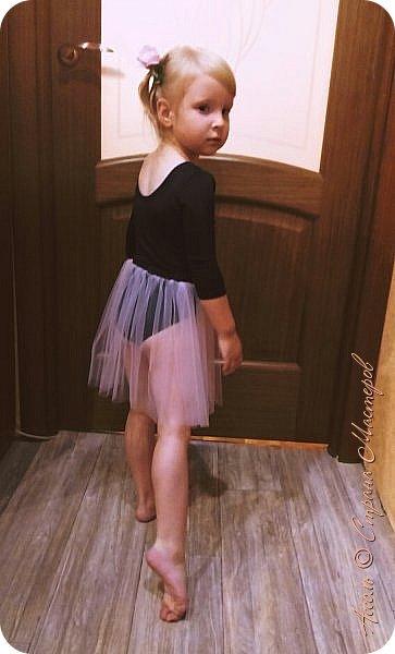 Всем привет! Настена уже месяц ходит в танцевальную студию. И вижу, что с каждым разом любовь к танцам все сильнее... Решила порадовать дочу настоящим гимнастическим купальником фото 3