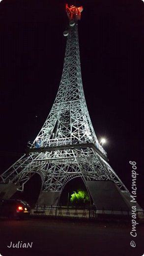 У нас тоже есть свой собственный Париж, расположившийся в Нагайбакском районе. ))))))  Специально съездили вечером, чтобы сфотографировать как башня светится. фото 1