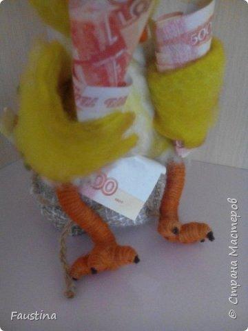 """Здравствуйте,дорогие мастера! Сегодня хочу представить Вашему вниманию игрушку-сувенир,представляющую символ следующего 2017 года. Представленный вариант сувенира можно назвать """"пилотным"""",уже исходя из данного образа будут создаваться маленькие сувениры-подарочки,ростиком не более 10 см))) Материал:Новозеландский кардочес,Семеновская шерсть,акрил,пастель,паперклей,глазки для кукол и проволока для каркаса крыльев. Приятного просмотра! фото 6"""