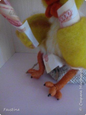 """Здравствуйте,дорогие мастера! Сегодня хочу представить Вашему вниманию игрушку-сувенир,представляющую символ следующего 2017 года. Представленный вариант сувенира можно назвать """"пилотным"""",уже исходя из данного образа будут создаваться маленькие сувениры-подарочки,ростиком не более 10 см))) Материал:Новозеландский кардочес,Семеновская шерсть,акрил,пастель,паперклей,глазки для кукол и проволока для каркаса крыльев. Приятного просмотра! фото 7"""