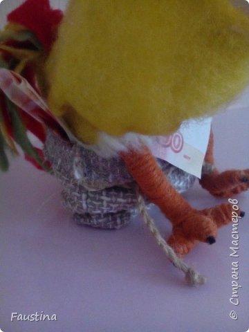 """Здравствуйте,дорогие мастера! Сегодня хочу представить Вашему вниманию игрушку-сувенир,представляющую символ следующего 2017 года. Представленный вариант сувенира можно назвать """"пилотным"""",уже исходя из данного образа будут создаваться маленькие сувениры-подарочки,ростиком не более 10 см))) Материал:Новозеландский кардочес,Семеновская шерсть,акрил,пастель,паперклей,глазки для кукол и проволока для каркаса крыльев. Приятного просмотра! фото 8"""