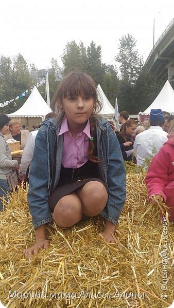 В начале сентября мы опять побывали на выставке Воронеж город сад!В этом году она была 4 дня!Очень понравилось!Мы два дня там гуляли! Самое любимое детьми-это прыгать по сену! фото 1