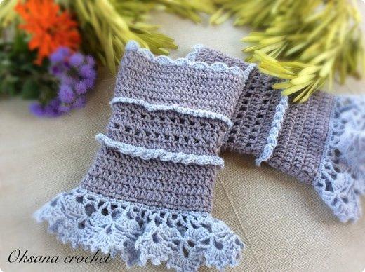 """Теплые манжеты """"Lavender"""". Теплые вязаные манжеты из шерсти альпака. Кружево из мягкого хлопка. Получились длиной около 15 см. На узкое или среднее запястье. Отличная альтернатива перчаткам в прохладное время года. Думаю, что мне в них будет комфортно )))) фото 2"""