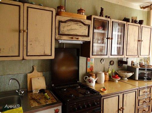 Продолжаю рассказ о попытке сделать уютным дом с минимальными затратами.  Покупка нового кухонного гарнитура не входит в число запланированных покупок на ближайшее время, поэтому пришлось .... состарить имеющийся   фото 1