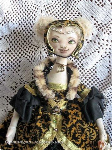 Друзья, в моей коллекции появилась вот такая кукла.Рост 47 см., сшита из хлопка, волосы из травки уложены в статичную причёску, одежда ( кроме шапочки ) несъёмная. фото 3