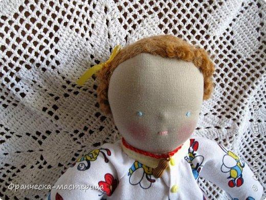 Друзья, в моей коллекции появилась вот такая кукла.Рост 47 см., сшита из хлопка, волосы из травки уложены в статичную причёску, одежда ( кроме шапочки ) несъёмная. фото 6
