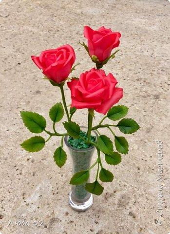 Композиция из трех роз. Выполнена из холодного фарфора.  фото 1
