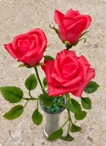 Композиция из трех роз. Выполнена из холодного фарфора.  фото 3
