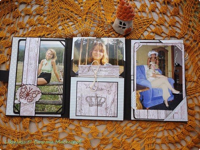 По Мастер классу Жени Захаровой в Скрап Академии онлайн сделала фотопапку. Идея интересная, но пока не знаю нравится ли мне такая упаковка фотографий или нет. Сегодня начала делать вторую( надо же разобраться) побольше.  Эта папочка примерно на 20-25 фото. Размер 11 на 16,. т.е фото можно вставить в некоторые странички 10 на 15. Папка не предполагает особого декорирования, здесь задача вместить много фото.   Фото взяла Полинины первый, второй курс университета. На учебе и на каникулах.   фото 4