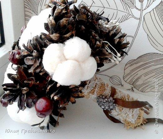 На свадьбу, которая запланирована в период зимних холодов, часто молодожены задумываются о выборе цветов. Зимой сложно сохранить свежесть букета, а ассортимент «стойких» к морозному воздуху растений невелик фото 1