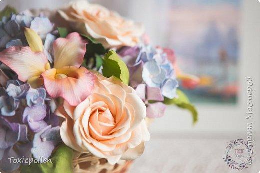 Я снова забыла посещать этот прекрасный ресурс, но стараюсь исправиться) Есть материалы для публикации, которыми очень хотела бы поделиться. Например, эта композиция с розами, орхидеями каттлея, пионами и гортензией. фото 3