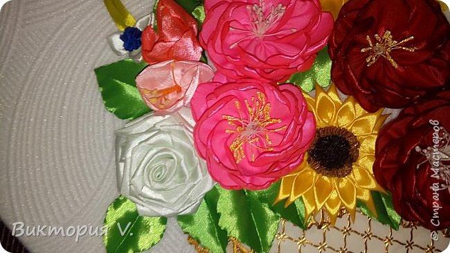 Здравствуйте! Вот такое панно мы с детьми сделали в детсад для младшенькой. Если честно, работа сделана на скорую руку и результатом была не совсем довольна когда делала приблизительную примерку, но когда посадила все цветы на клей на свои места, все же ПОНРАВИЛОСЬ ОЧЕНЬ!!!!  фото 3