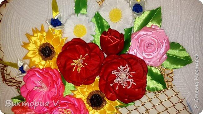 Здравствуйте! Вот такое панно мы с детьми сделали в детсад для младшенькой. Если честно, работа сделана на скорую руку и результатом была не совсем довольна когда делала приблизительную примерку, но когда посадила все цветы на клей на свои места, все же ПОНРАВИЛОСЬ ОЧЕНЬ!!!!  фото 4