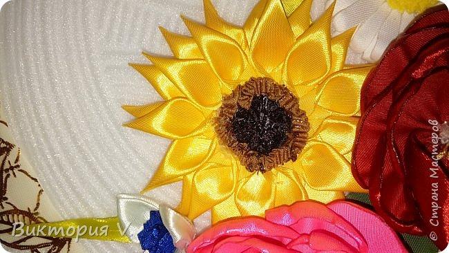 Здравствуйте! Вот такое панно мы с детьми сделали в детсад для младшенькой. Если честно, работа сделана на скорую руку и результатом была не совсем довольна когда делала приблизительную примерку, но когда посадила все цветы на клей на свои места, все же ПОНРАВИЛОСЬ ОЧЕНЬ!!!!  фото 8