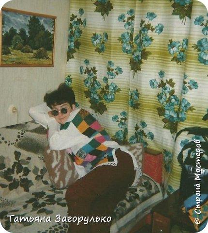 Собрала малую часть (то, что случайно нашлось в альбомах)  вязалочек прошлых лет воедино...   Джемпер с индейским орнаментом. Очень его любила. Вообще любила контрасты: черно-белое, черно-красное, бело-красное... Да и сейчас люблю)))   фото 14