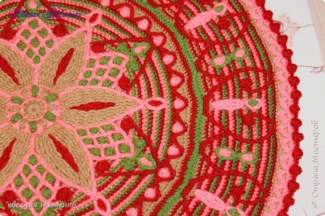 Коврик связан в технике  Overlay Crochet, размер 74 см, мастер класс тут http://www.liveinternet.ru/users/5915568/post401705353/ фото 4
