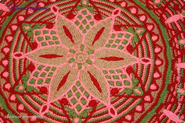 Коврик связан в технике  Overlay Crochet, размер 74 см, мастер класс тут http://www.liveinternet.ru/users/5915568/post401705353/ фото 3