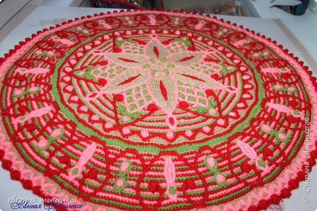 Коврик связан в технике  Overlay Crochet, размер 74 см, мастер класс тут http://www.liveinternet.ru/users/5915568/post401705353/ фото 2