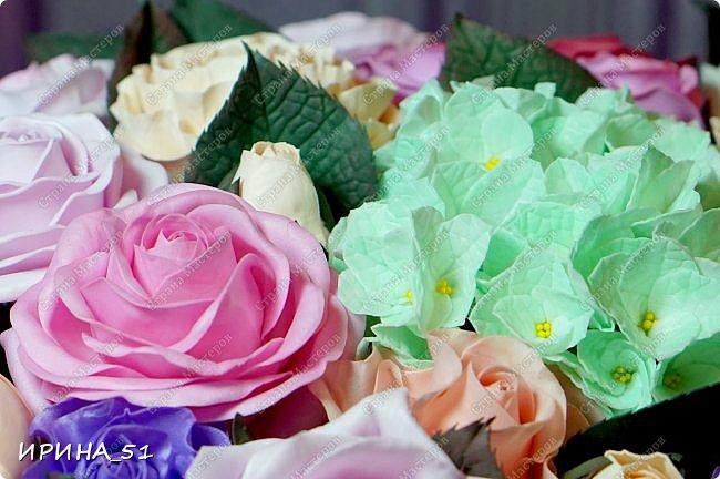 Здравствуйте! Сегодня я с композицией из фоамирана. Использовано 3 вида фома: иранский, корейский и китайский зефирный.  Приглашаю к просмотру.  фото 10