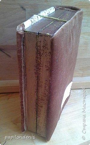 """В подарок двум учителям моей дочери получились вот такие настольные рамки для небольших фотографий. Каждая """"книжка"""" состоит из двух """"шадоу-боксов"""", склеенных корешком и обложкой. Размеры около 15 см. на 11 см. Толщина 3,5 см.  В закрытом состоянии их держит золотистая резинка, которая вшита под заднюю обложку. фото 20"""