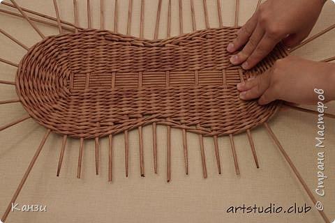 Здравствуйте, жители Страны мастеров. В своей записи http://stranamasterov.ru/node/847941 я обещала сделать мастер-класс по плетению такого башмака, как только мне понадобится его сплести. Время пришло. фото 10