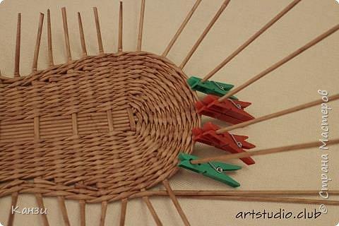 Здравствуйте, жители Страны мастеров. В своей записи http://stranamasterov.ru/node/847941 я обещала сделать мастер-класс по плетению такого башмака, как только мне понадобится его сплести. Время пришло. фото 12