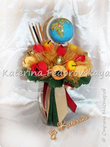 Приветствую, дорогие друзья! Рада видеть вас))) В преддверии Дня учителя сотворила пару букетиков с конфетками... понравилось... думаю, будет продолжение))) фото 1
